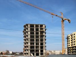 Башенный кран Potain MC235В строит сразу 2 корпуса в Балабаново